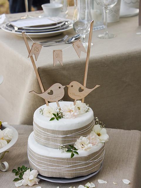 Drewniana girlanda na tort i topper z ptaszkami od Decoris